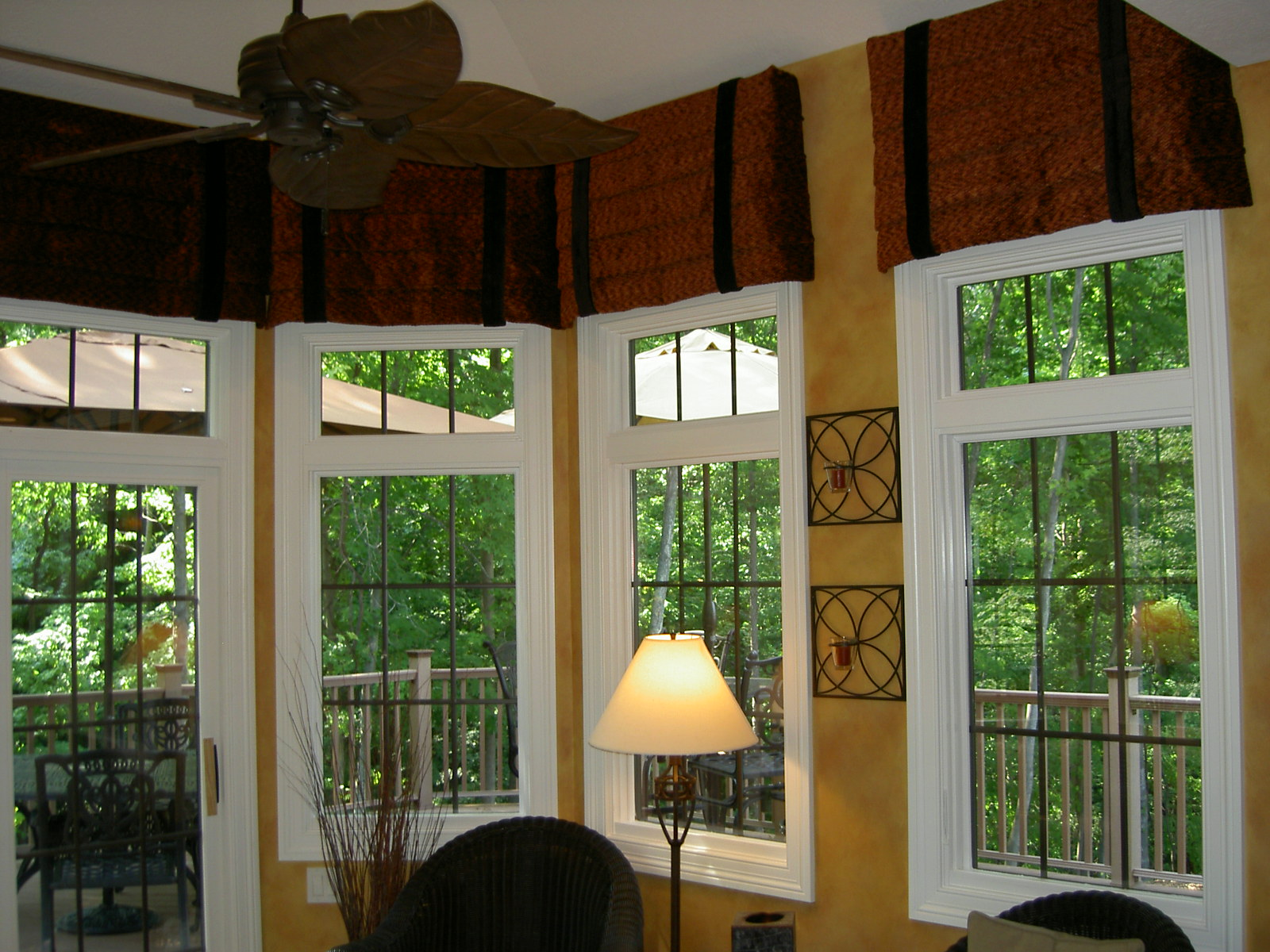 See our Drapery and Window Treatment Designs from our  : WindowTreatmentDiningRoomLatinaModelHomeHomeramaleftkitchenvalances from schindlersfabrics.com size 1600 x 1200 jpeg 440kB